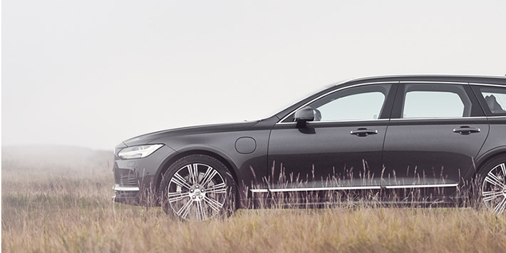 Photo of an unmanned Volvo estate stalking lions in the savannah